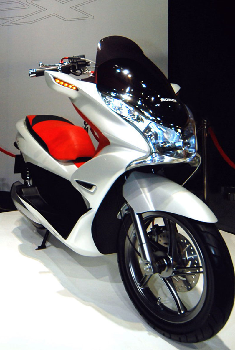 http://asmarantaka.files.wordpress.com/2010/06/honda-pcx-2.jpg