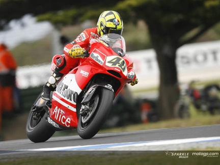 http://asmarantaka.files.wordpress.com/2010/07/valentinoducati.jpg
