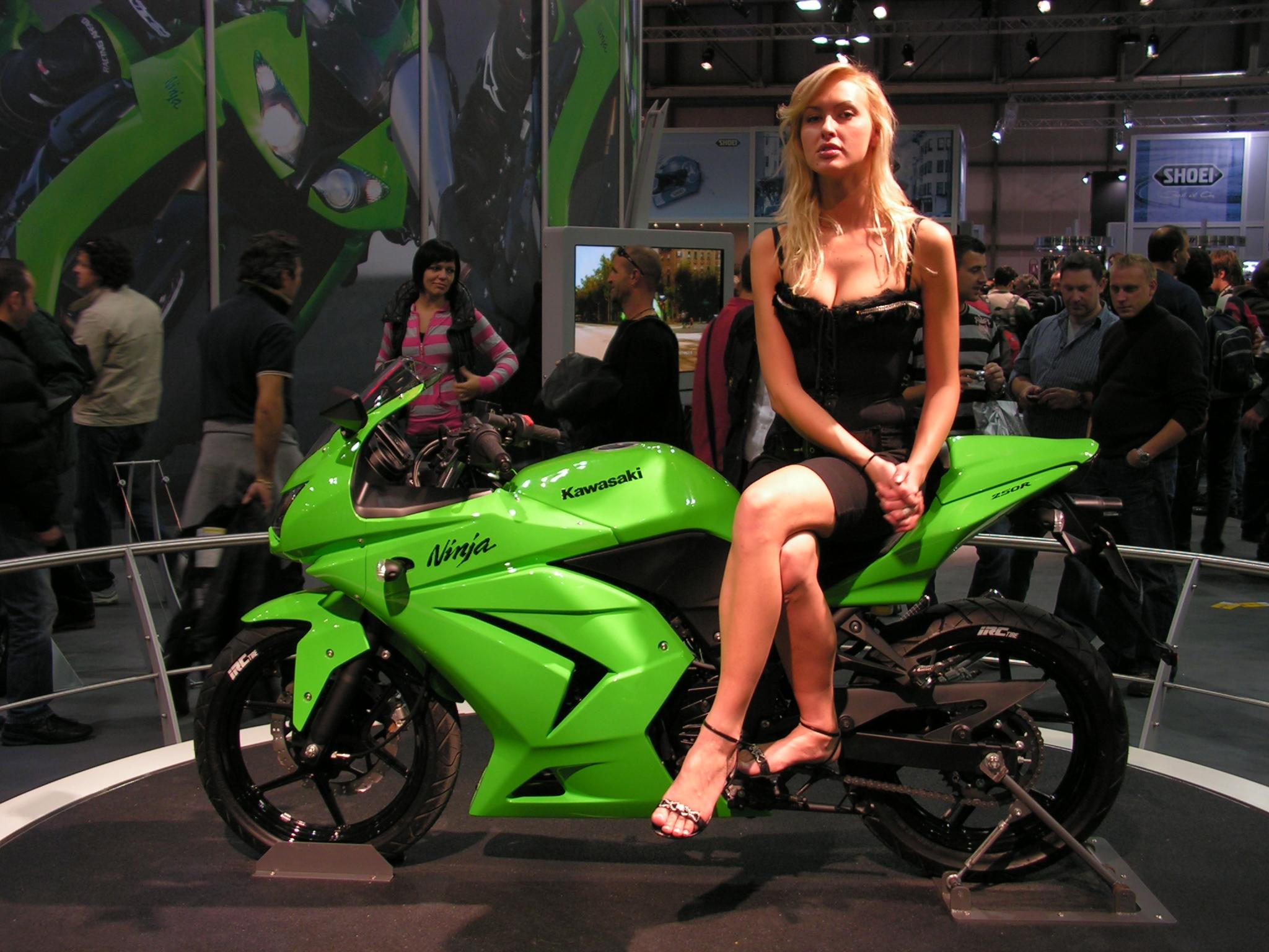 http://asmarantaka.files.wordpress.com/2011/03/kawasaki_ninja_250r.jpg